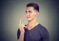 Άτομο με τη μακριά μύτη Έννοια ψευτών Ανθρώπινες συγκινήσεις, συναισθήματα στοκ φωτογραφίες με δικαίωμα ελεύθερης χρήσης