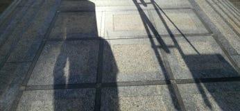 Άτομο με τη σκιά κιθάρων Στοκ φωτογραφίες με δικαίωμα ελεύθερης χρήσης