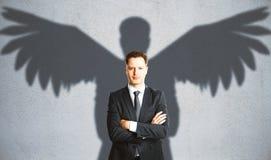 Άτομο με τη φτερωτή σκιά Στοκ φωτογραφία με δικαίωμα ελεύθερης χρήσης