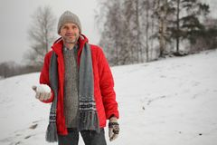 Άτομο με τη χιονιά Στοκ φωτογραφία με δικαίωμα ελεύθερης χρήσης