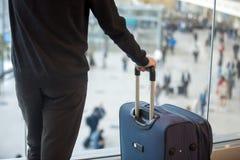 Άτομο με τις αποσκευές Στοκ φωτογραφία με δικαίωμα ελεύθερης χρήσης