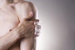 Άτομο με τον πόνο στον ώμο Πόνος στο ανθρώπινο σώμα στοκ φωτογραφίες