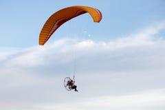 Άτομο με το ανεμόπτερο στοκ εικόνα με δικαίωμα ελεύθερης χρήσης