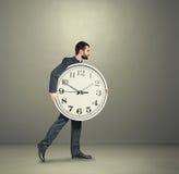 Άτομο με το ρολόι που πηγαίνει προς τα εμπρός Στοκ Εικόνες