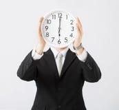 Άτομο με το ρολόι τοίχων στοκ εικόνες με δικαίωμα ελεύθερης χρήσης