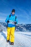 Άτομο με το χάρτη Στοκ φωτογραφία με δικαίωμα ελεύθερης χρήσης