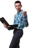 Άτομο με το lap-top εκμετάλλευσης μικροφώνων στο άσπρο υπόβαθρο Στοκ Εικόνες