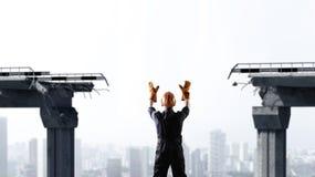 Άτομο μηχανικών στο βιομηχανικό κλίμα Μικτά μέσα Στοκ Φωτογραφία
