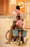 άτομο παιδιών ποδηλάτων στοκ εικόνες