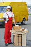 Άτομο παράδοσης με το κιβώτιο Στοκ Εικόνα