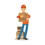 Άτομο παράδοσης που στέκεται και που κρατά cardbox, αγγελιαφόρος σε ομοιόμορφο στη διανυσματική απεικόνιση χαρακτήρα κινουμένων σ Στοκ Εικόνες