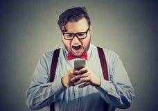 Άτομο που έχει τα ενοχλητικά προβλήματα με το smartphone Στοκ εικόνα με δικαίωμα ελεύθερης χρήσης