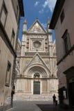 Άτομο που εξετάζει τον καθεδρικό ναό Orvieto Στοκ Εικόνες