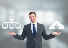 Άτομο που επιλέγει ή σύννεφο απόφασης κεντρικός υπολογιστής ή που υπολογίζει με τα ανοικτά χέρια παλαμών Στοκ Φωτογραφίες