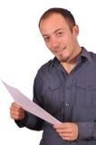 Άτομο που διαβάζει μια παρουσίαση για χαρτί Στοκ Εικόνα