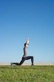 Άτομο που κάνει τα strechings μετά από να τρέξει Στοκ Φωτογραφία