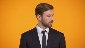 Άτομο που κάνει τη hey χειρονομία, που καλεί κάποιο, μυστική σημαντική ανακοίνωση, πρόκληση απόθεμα βίντεο