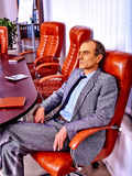 Άτομο που κουράζεται επιχειρησιακό στο γραφείο Στοκ Εικόνες
