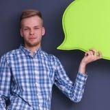 Άτομο που κρατά την άσπρη κενή λεκτική φυσαλίδα με το διάστημα για το κείμενο, Στοκ Εικόνες