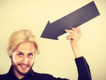 Άτομο που κρατά το μαύρο βέλος δείχνοντας σε τον Στοκ Εικόνα