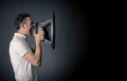 Άτομο που κραυγάζει με έναν ομιλητή Στοκ φωτογραφία με δικαίωμα ελεύθερης χρήσης