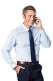 Άτομο που μιλά πέρα από το τηλέφωνο Στοκ φωτογραφία με δικαίωμα ελεύθερης χρήσης