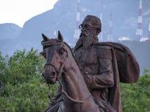Άτομο που οδηγά ένα άλογο και που κρατά μια τσάντα Στοκ εικόνες με δικαίωμα ελεύθερης χρήσης