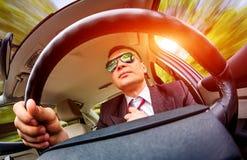 Άτομο που οδηγεί ένα αυτοκίνητο. Στοκ Φωτογραφία