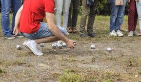 Άτομο που παίζει petanque Στοκ Εικόνες
