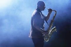 Άτομο που παίζει Saxophone Στοκ εικόνα με δικαίωμα ελεύθερης χρήσης