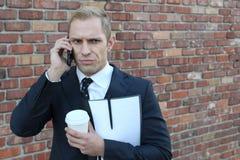 Άτομο που παίρνει μια διατάραξη νέα στο τηλέφωνο στοκ φωτογραφία με δικαίωμα ελεύθερης χρήσης