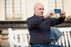 Άτομο που παίρνει μια φωτογραφία με κινητό του Στοκ εικόνες με δικαίωμα ελεύθερης χρήσης