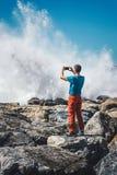 Άτομο που παίρνει τις εικόνες στη θάλασσα στοκ φωτογραφίες με δικαίωμα ελεύθερης χρήσης