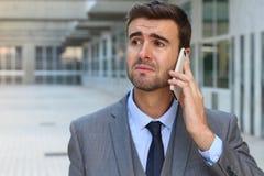 Άτομο που παίρνει τις καταστρεπτικές ειδήσεις στο τηλεφώνημα Στοκ εικόνα με δικαίωμα ελεύθερης χρήσης