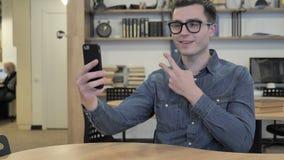 Άτομο που παίρνει Selfie φιλμ μικρού μήκους