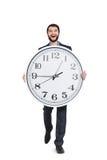 Άτομο που περπατά με το μεγάλο ρολόι Στοκ φωτογραφία με δικαίωμα ελεύθερης χρήσης