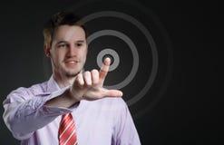 Άτομο που πιέζει τα σύγχρονα εικονικά κουμπιά. Στοκ εικόνα με δικαίωμα ελεύθερης χρήσης