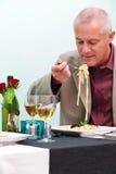 Άτομο που σε ένα εστιατόριο Στοκ φωτογραφία με δικαίωμα ελεύθερης χρήσης