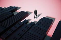 Άτομο που στέκεται στην αφηρημένη πόλη με τις σκιές Στοκ Εικόνα
