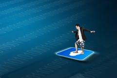 Άτομο που στέκεται app σύννεφων στο εικονίδιο με την τεχνολογία backgroud Στοκ Εικόνα