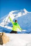 Άτομο που στα βουνά του Ιμαλαίαυ στο Νεπάλ Στοκ Φωτογραφίες