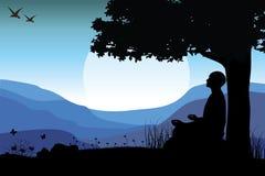 Άτομο που στη θέση γιόγκας συνεδρίασης στην κορυφή τα βουνά απεικόνιση αποθεμάτων