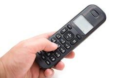 Άτομο που σχηματίζει ένα ασύρματο τηλέφωνο Στοκ φωτογραφία με δικαίωμα ελεύθερης χρήσης