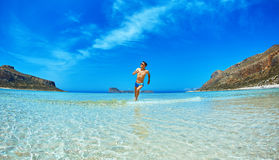 Άτομο που τρέχει στην παραλία Στοκ Εικόνες