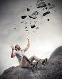 Άτομο που φοβάται μερικών βράχων στοκ φωτογραφία με δικαίωμα ελεύθερης χρήσης