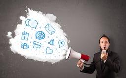 Άτομο που φωνάζει στο μεγάφωνο και τα σύγχρονα μπλε εικονίδια και τα σύμβολα Στοκ εικόνα με δικαίωμα ελεύθερης χρήσης