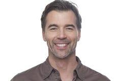 Άτομο που χαμογελά στη κάμερα που απομονώνεται στο λευκό Στοκ εικόνες με δικαίωμα ελεύθερης χρήσης