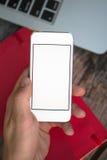 Άτομο που χρησιμοποιεί το κινητό τηλέφωνο Στοκ φωτογραφία με δικαίωμα ελεύθερης χρήσης