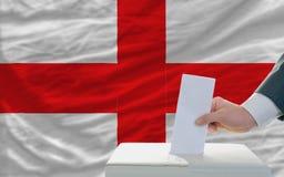 Άτομο που ψηφίζει για τις εκλογές στην Αγγλία Στοκ φωτογραφίες με δικαίωμα ελεύθερης χρήσης