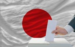 Άτομο που ψηφίζει για τις εκλογές στην Ιαπωνία Στοκ φωτογραφία με δικαίωμα ελεύθερης χρήσης